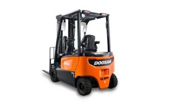 Xe nâng điện Doosan ngồi lái 1,5 tấn